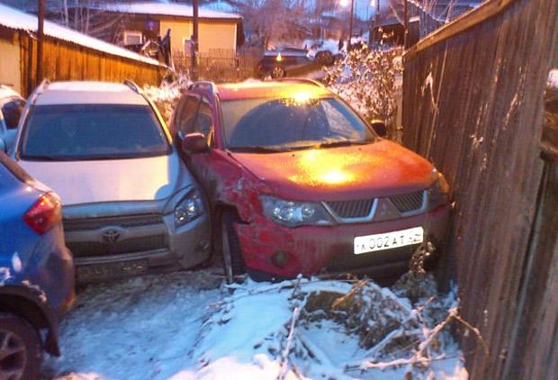 Автомобили столкнулись в переулке