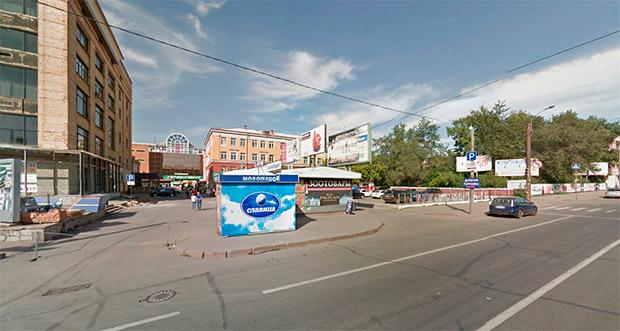 Парковка у ЦУМа Красноярск