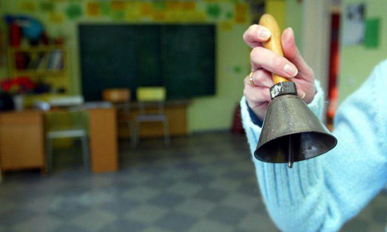 западный колокольчик в школе фото словам