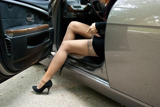 отеля окружены фото женские ноги в авто под предлогом