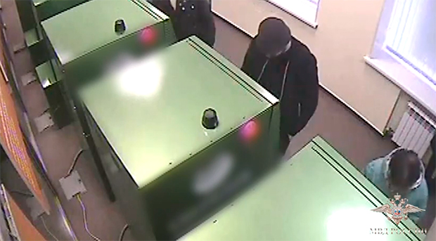 Двое граждан столицы «обчистили» банкоматы Красноярска на1,6 млн руб.