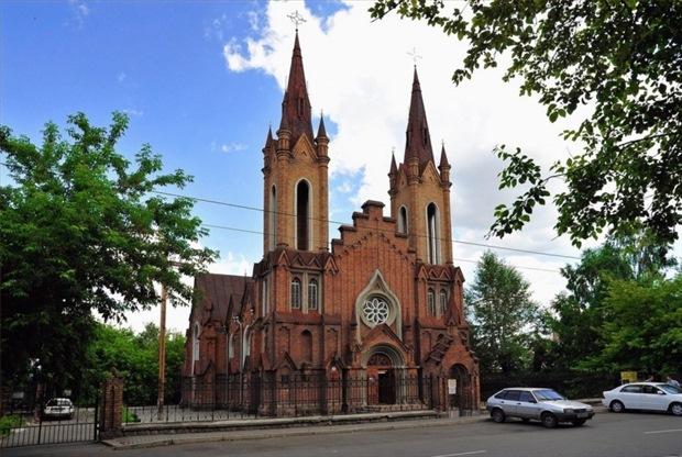 Красноярские католики требуют через суд вернуть иморганный зал