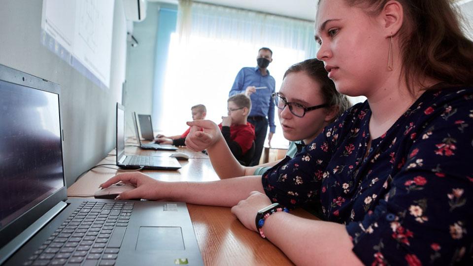 Модели онлайн кодинск видео засвет девушек на работе