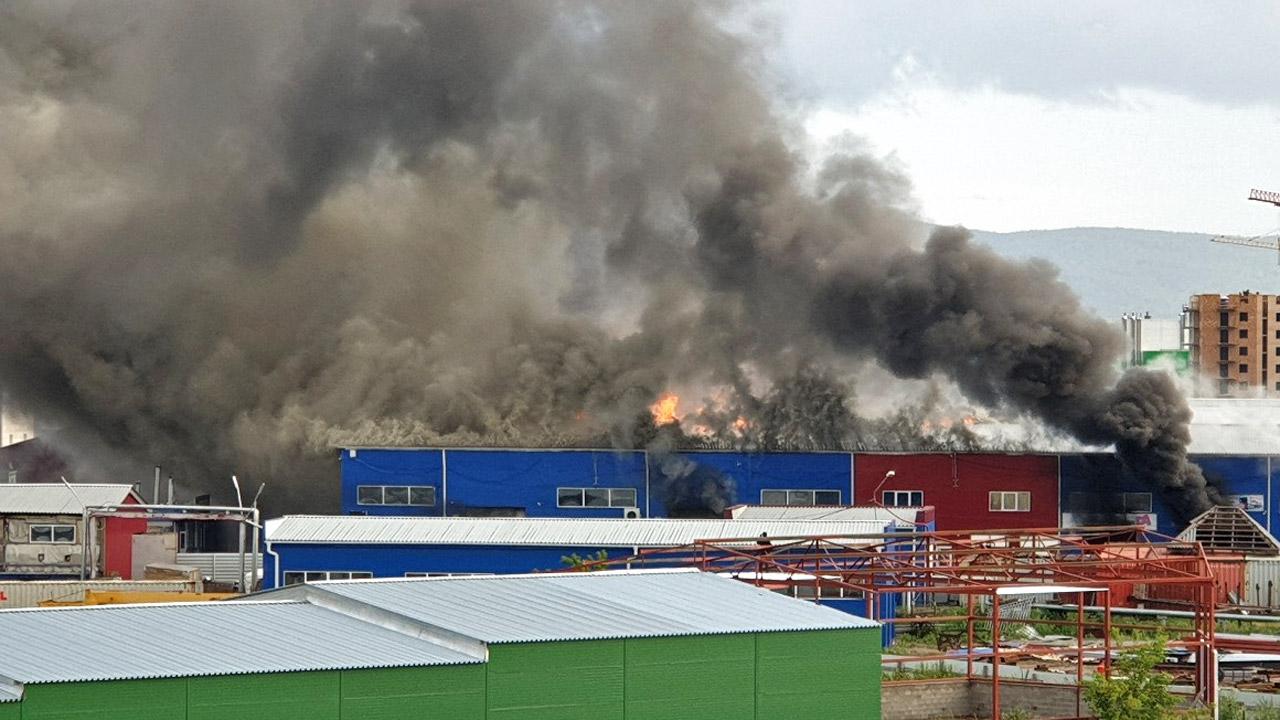 ВКрасноярске наЕнисейском рынке загорелись базы