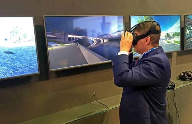 Мэр Красноярска в очках виртуальной реальности